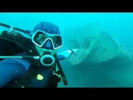 Exploration sous-marine d'un navire de guerre (Obus, armes & tank)